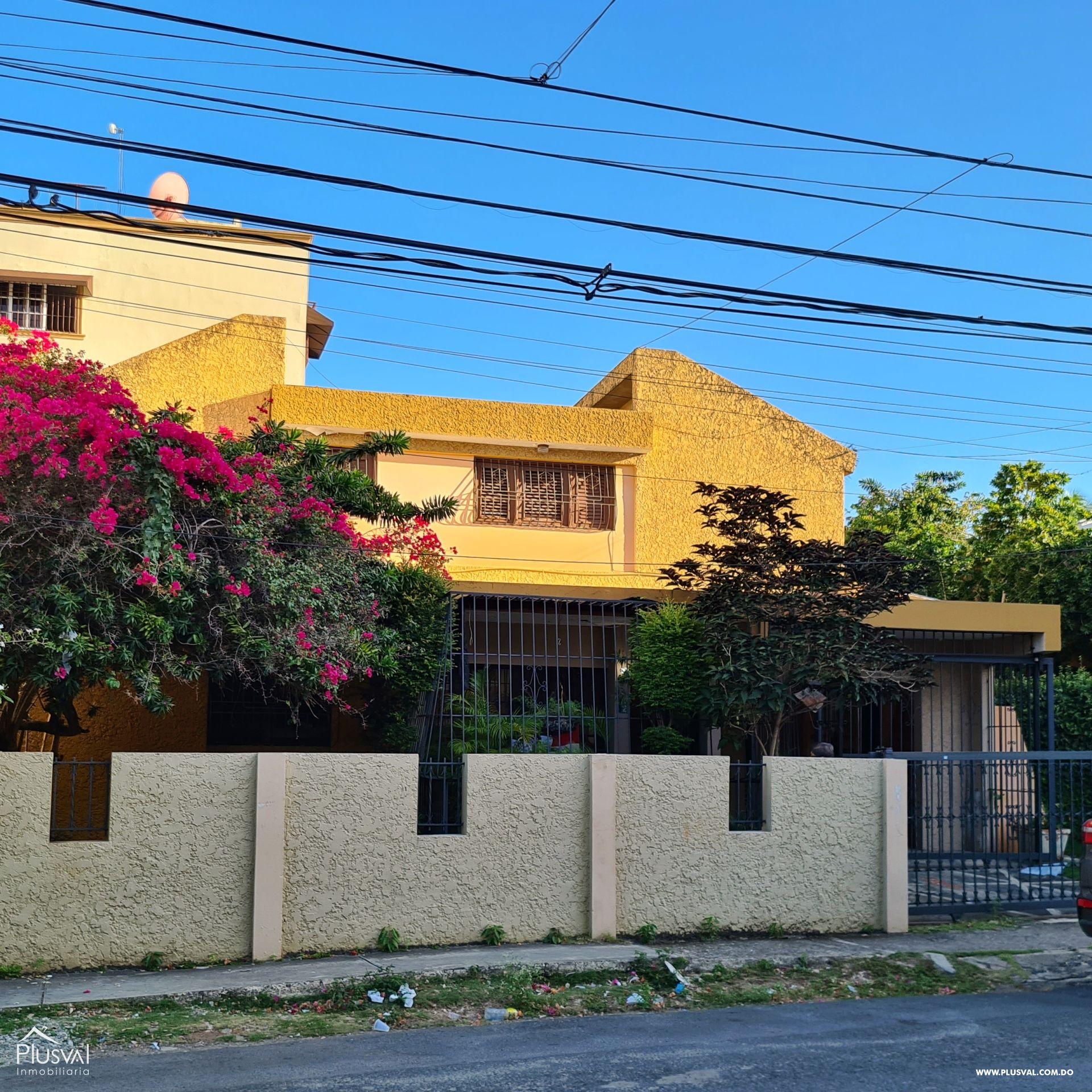 Casa de Dos niveles en venta, El Millón