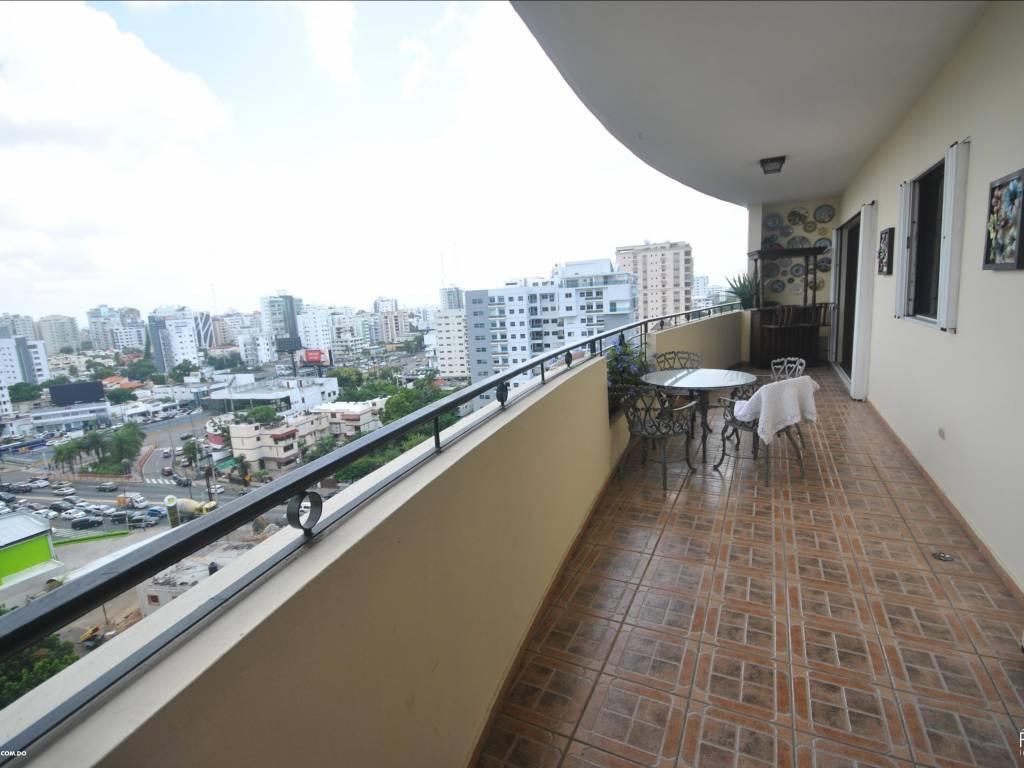 Impresionante apartamento en piso alto en La Esperilla.