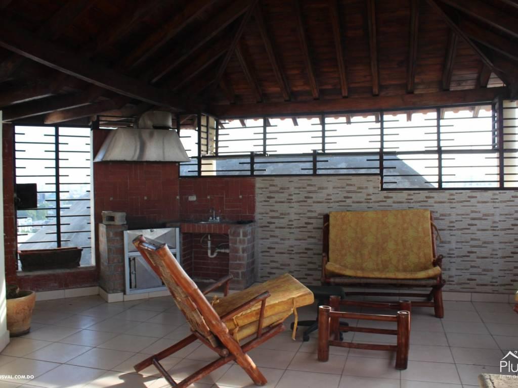 Amplio penthouse en serralles 12284 plusval inmobiliaria for Juego terraza jumbo