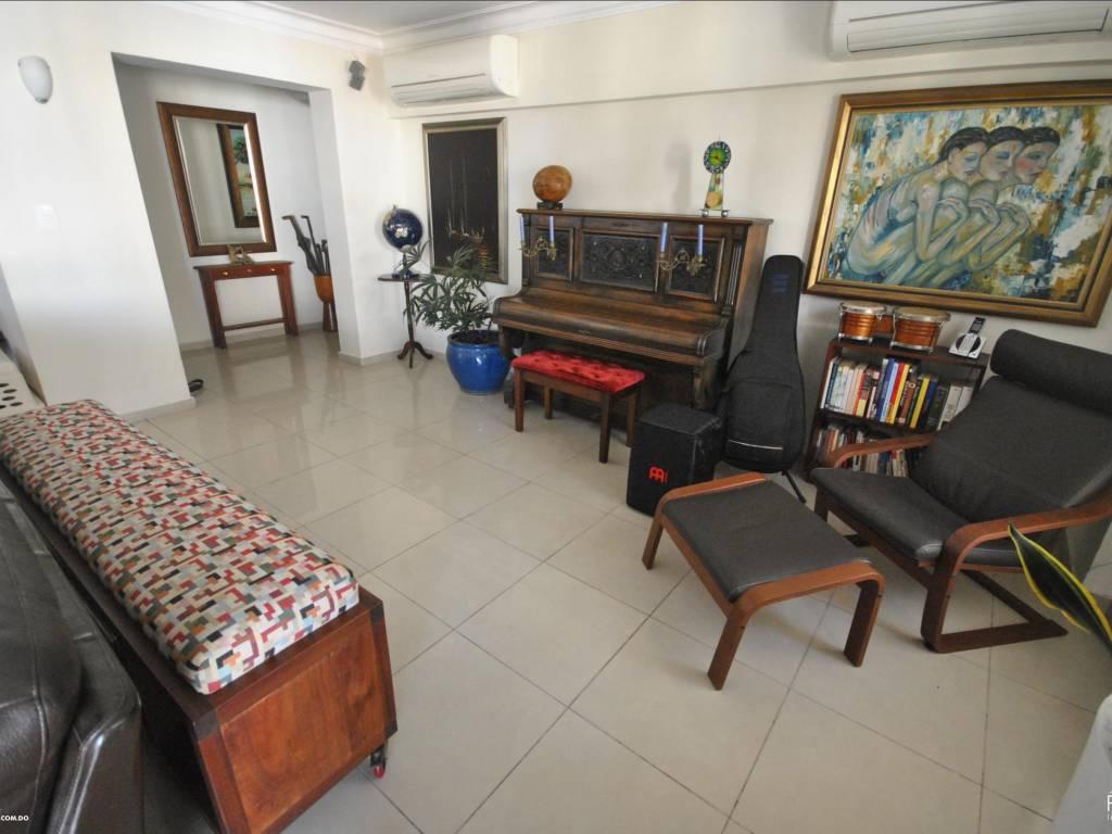 Apartamento en Piantini/Paraiso, con muy buenos espacios y en perfectas condiciones.