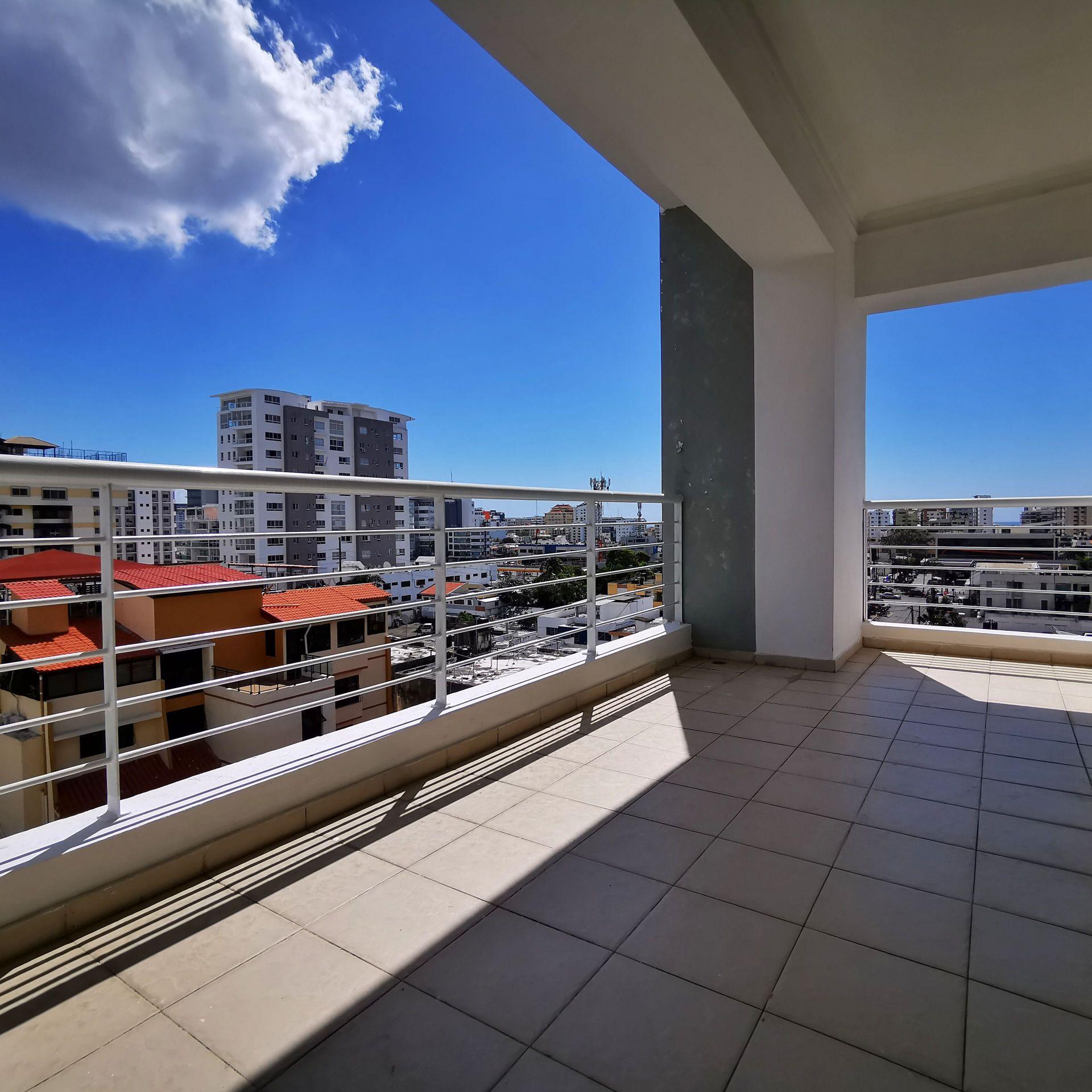 Apartamento en venta, Evaristo Morales, 3 habitaciones c/u con baño y walk-in closet