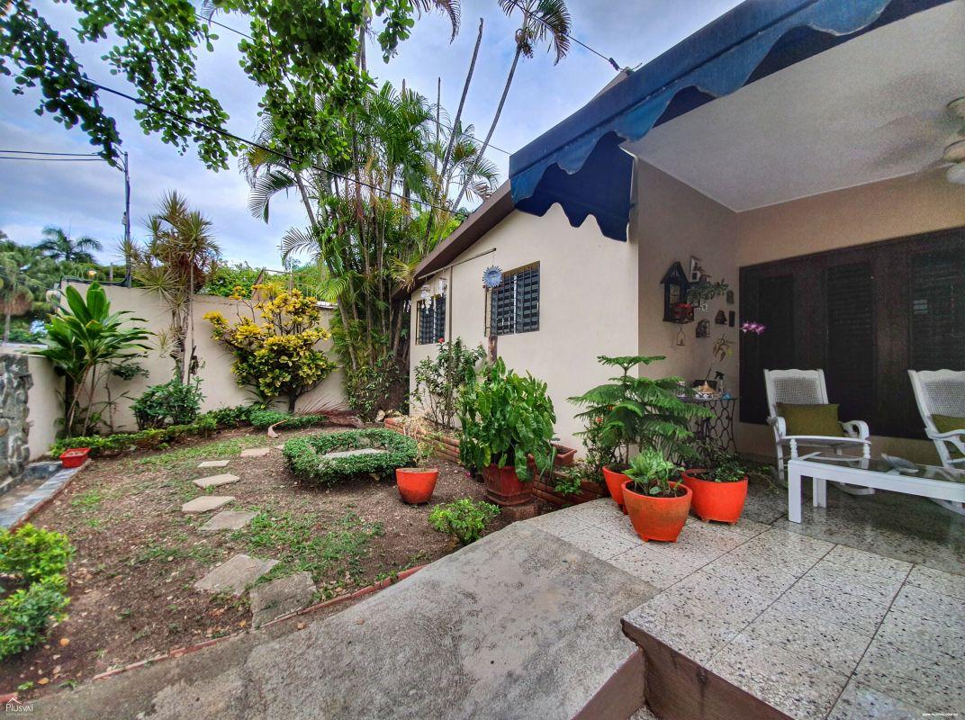 Casa Económica con Patio en Arroyo Hondo Viejo
