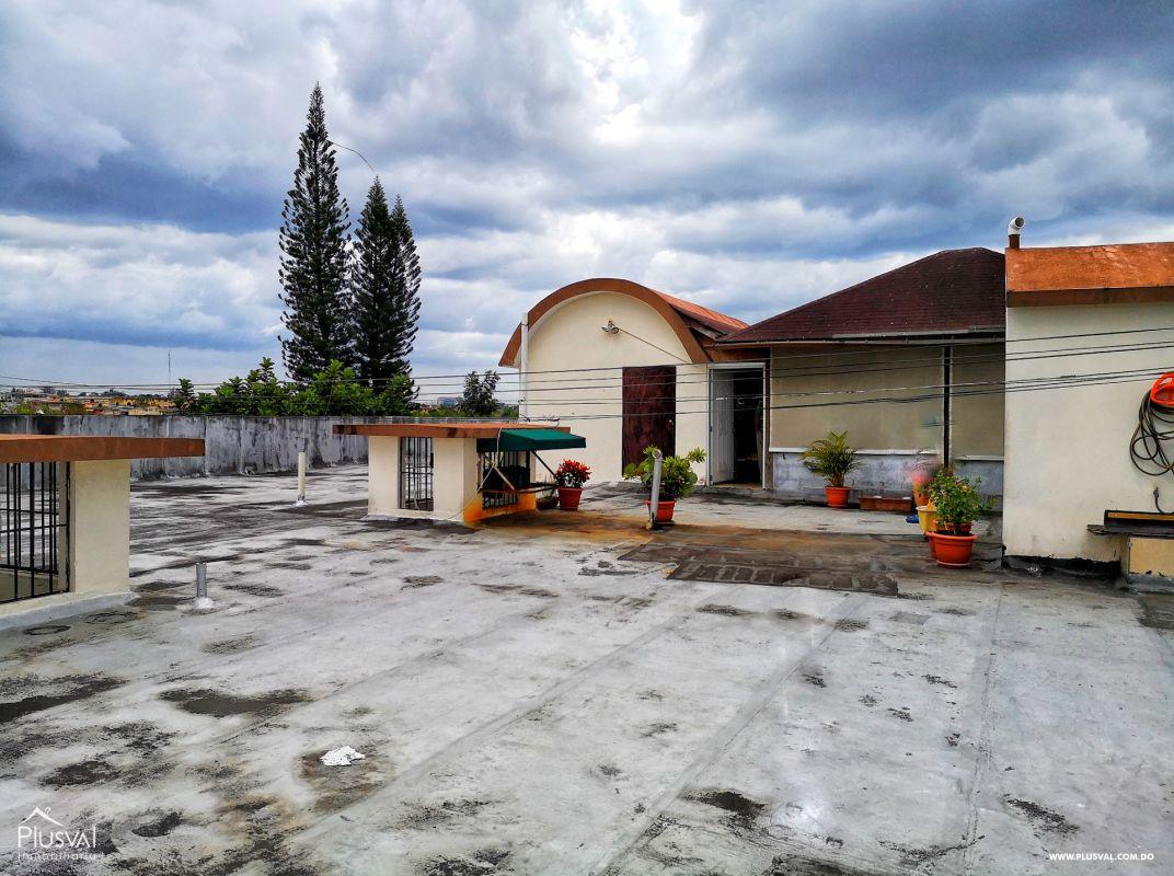 Apartamento con Terraza y Tres Parqueos en venta, Arroyo Hondo Viejo