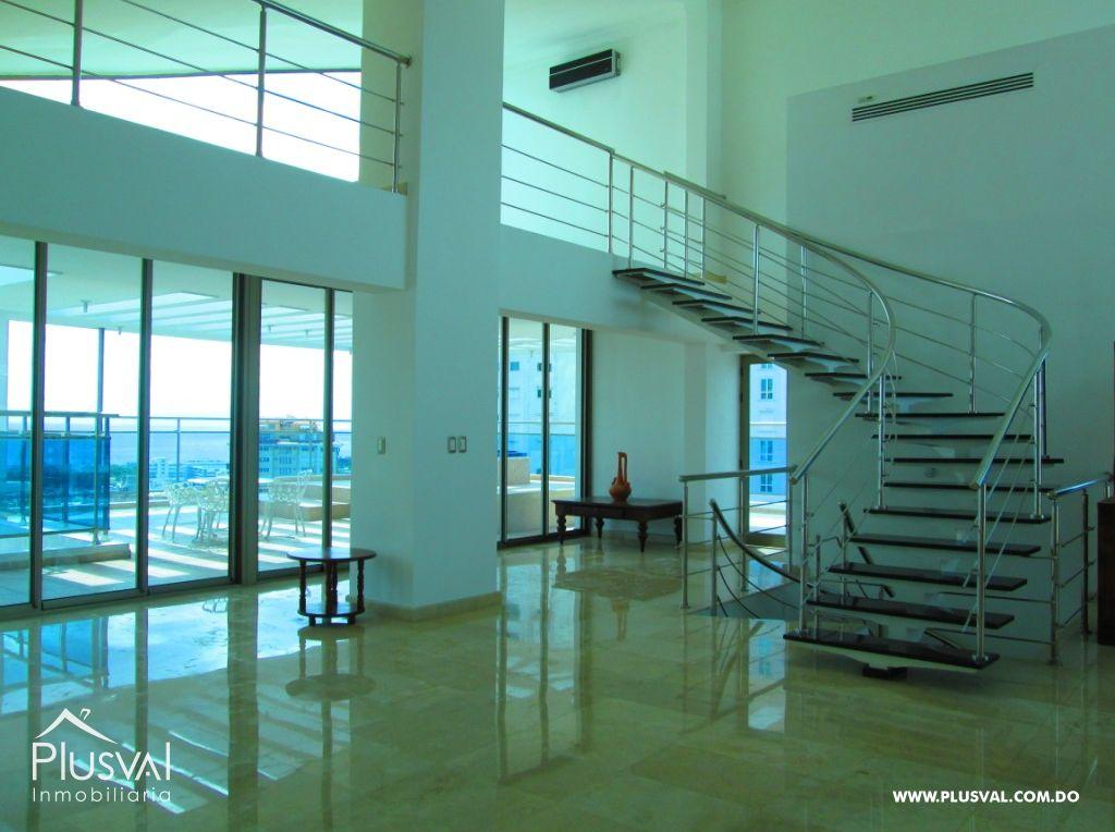 Venta de Penthouse de 3 niveles y 6 Habitaciones en La Esperilla
