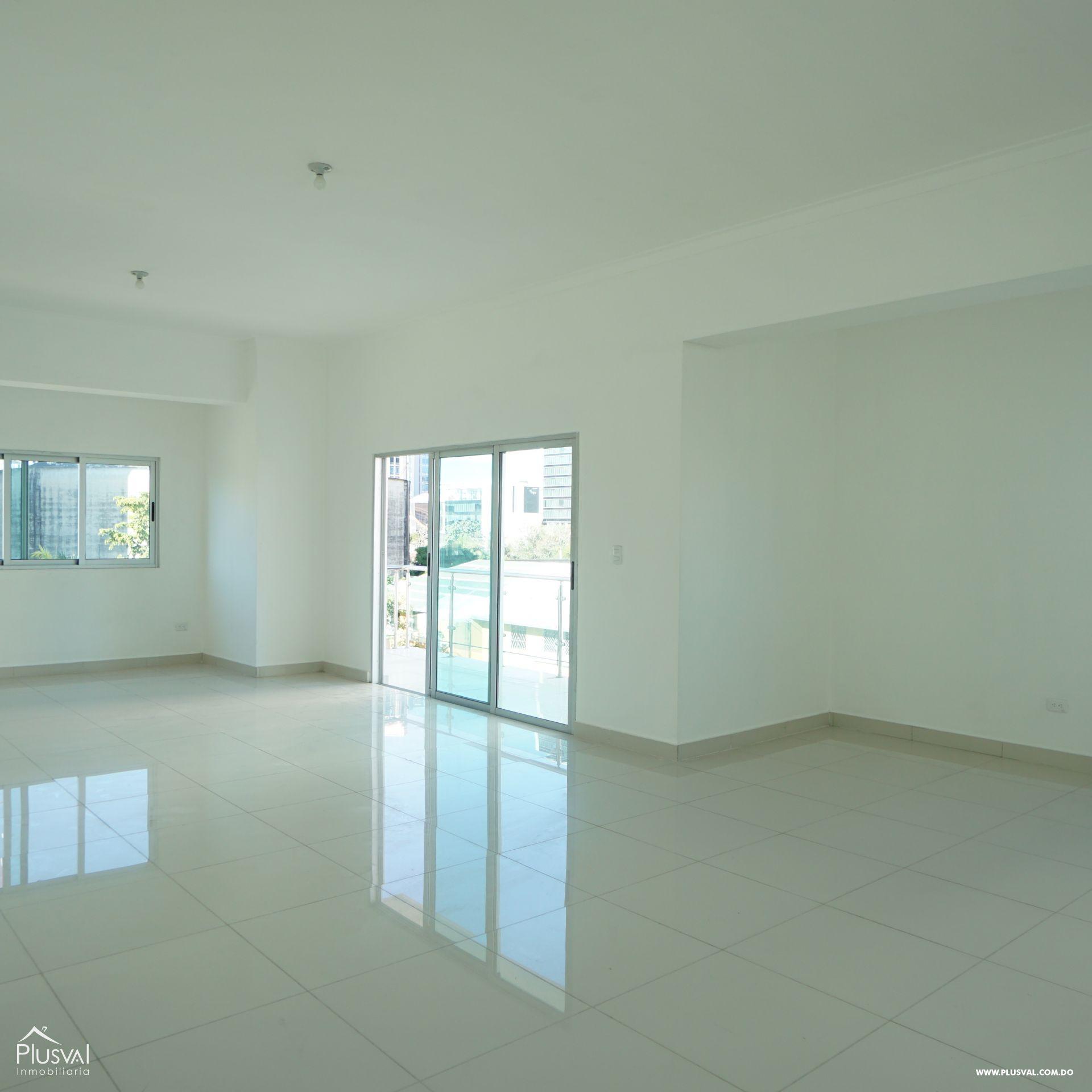 Amplio apartamento de 3 habitaciones en perfecta locación de Evaristo Morales