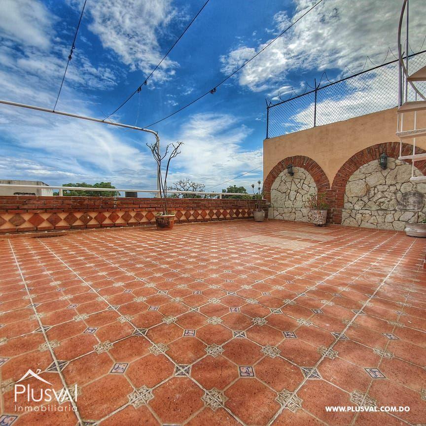 Alquiler de Hermosa Casa Colonial con Terraza y PARQUEO