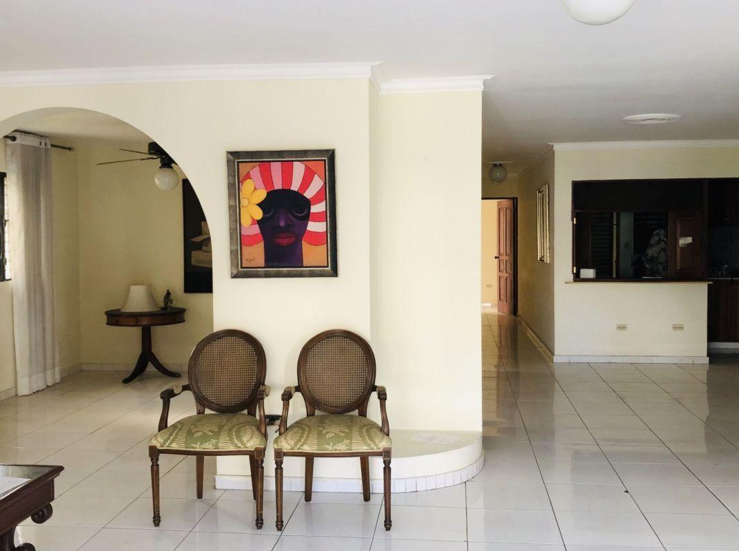 Amplio apartamento en venta en Piantini