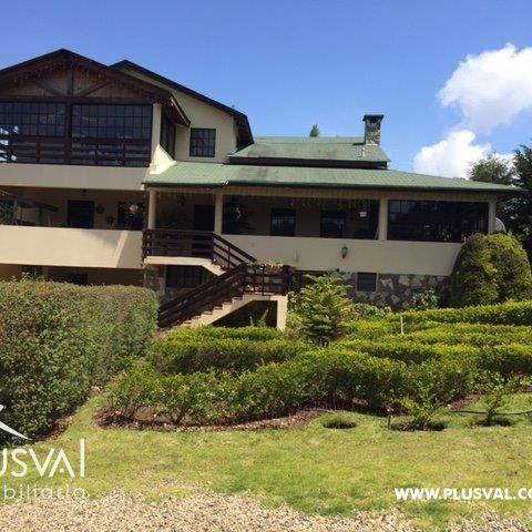 Villa de Venta en Constanza con Frutales y Chimenea