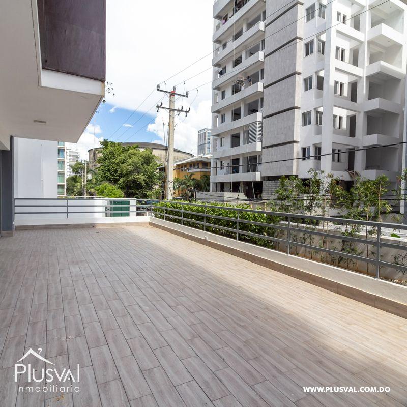 Apartamento en Evaristo Morales 2da con terraza