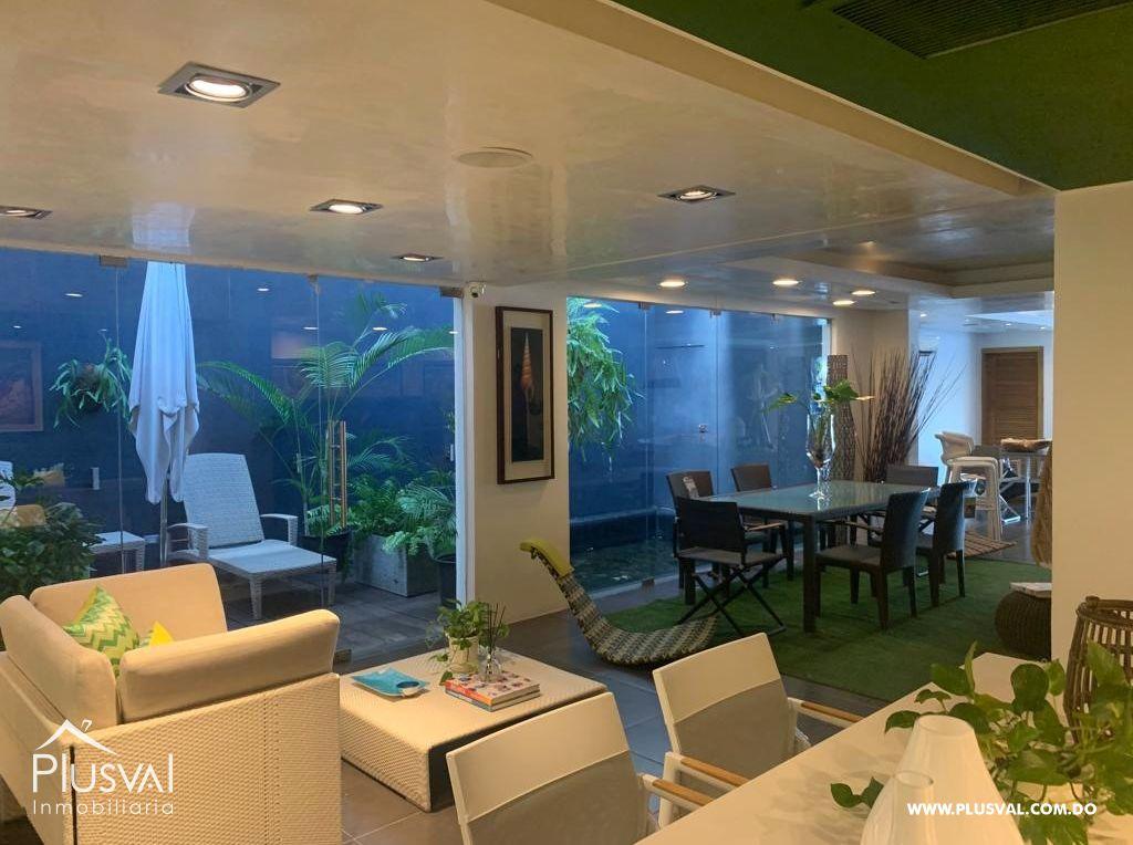 Local en alquiler excelente para restaurant, salón de belleza, oficinas.