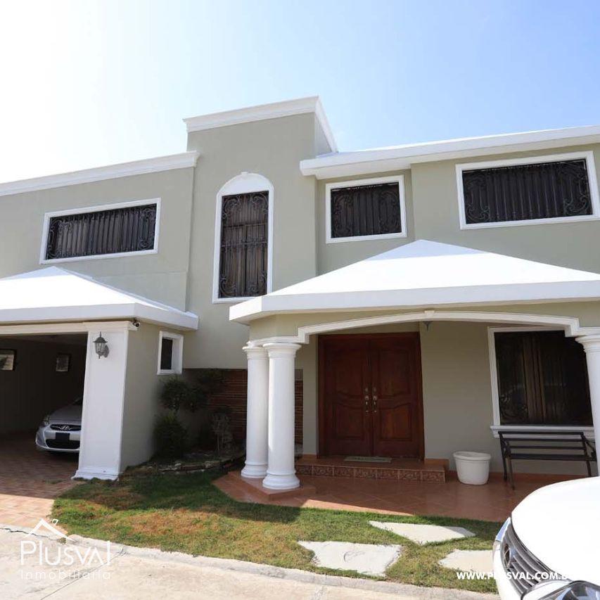 Residencia de 2 Niveles en Proyecto Cerrado, Las Dianas