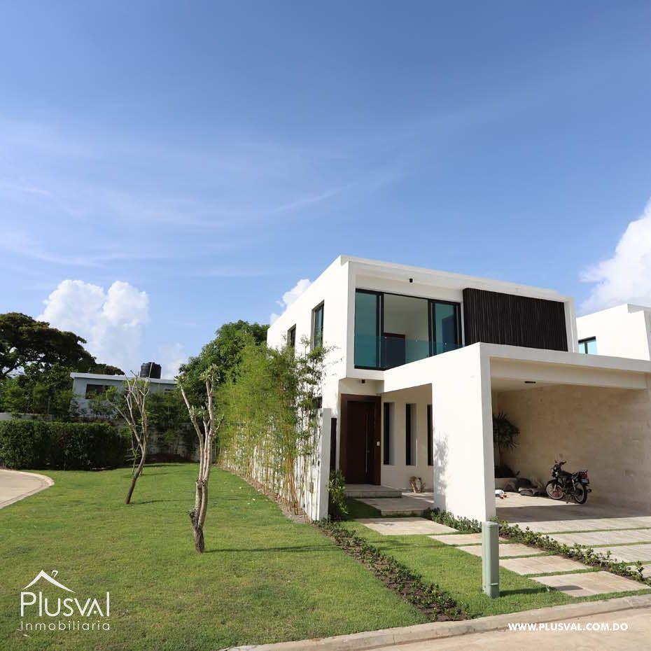 Hermosa Residencia con Patio En Proyecto Cerrado En Las Carmelitas