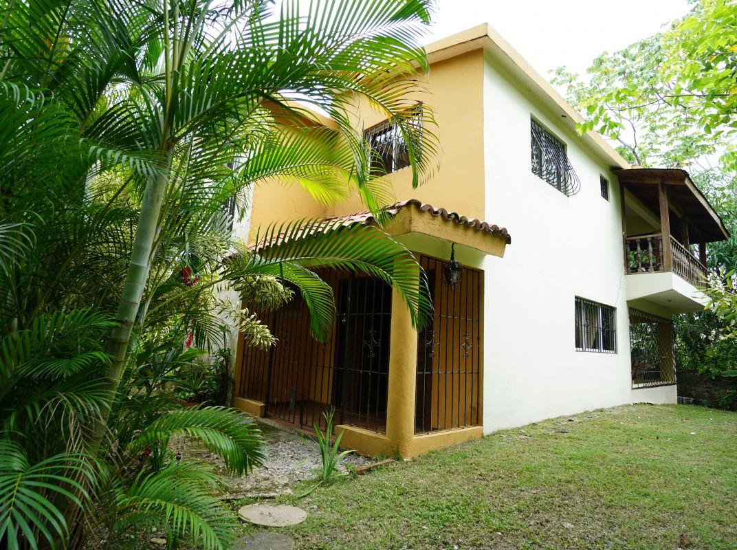 Hermosa casa en venta en Lomas Lindas