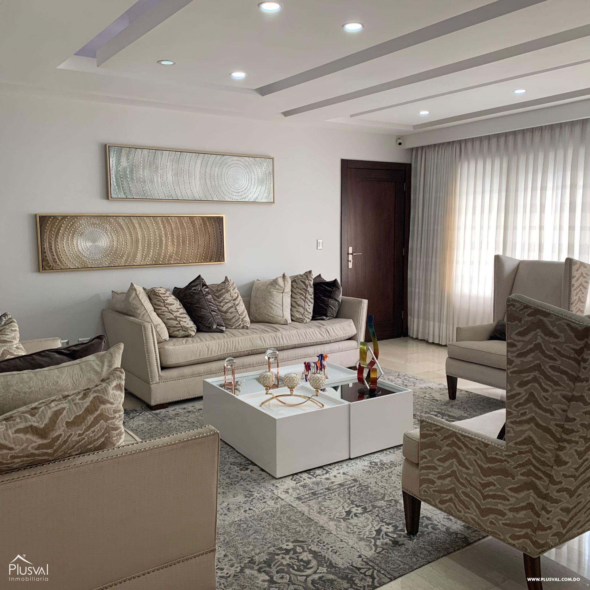 Amplio apartamento de 240 mts 2 en venta en Serralles en torre uno por piso.