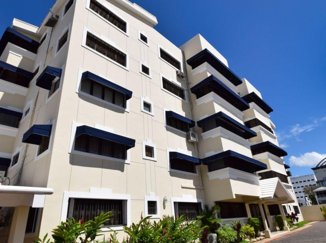 Amplio apartamento de 3 habitaciones en Naco en venta!
