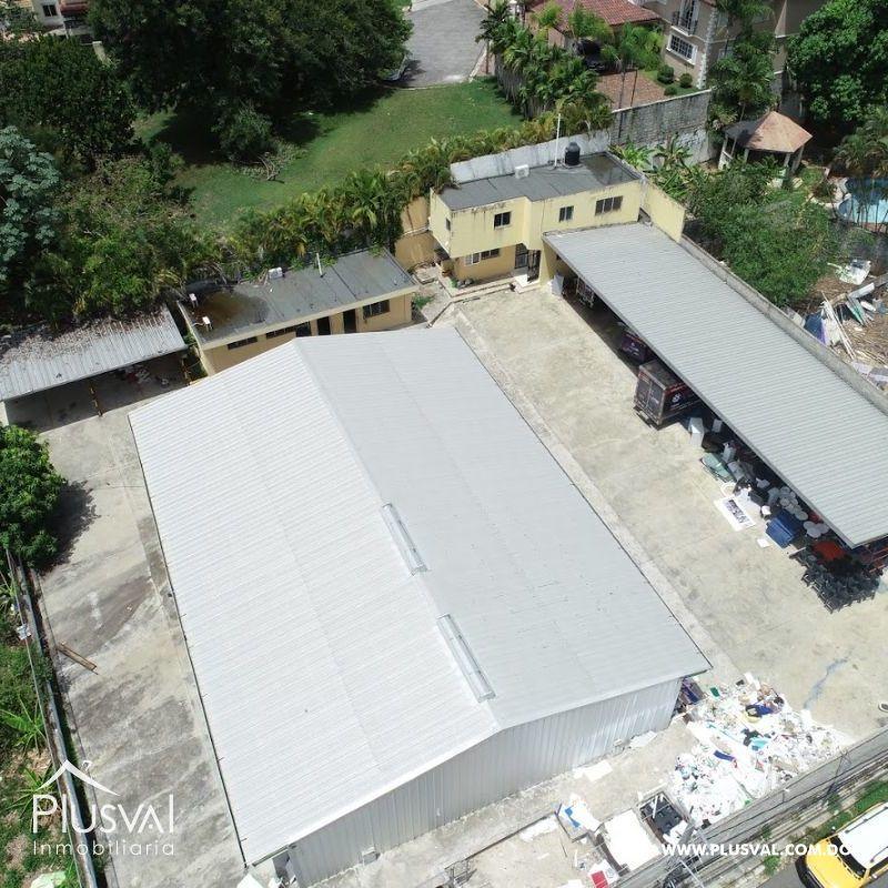Alquiler Almacén-Nave Industrial con Oficinas y Parqueos en Arroyo Hondo