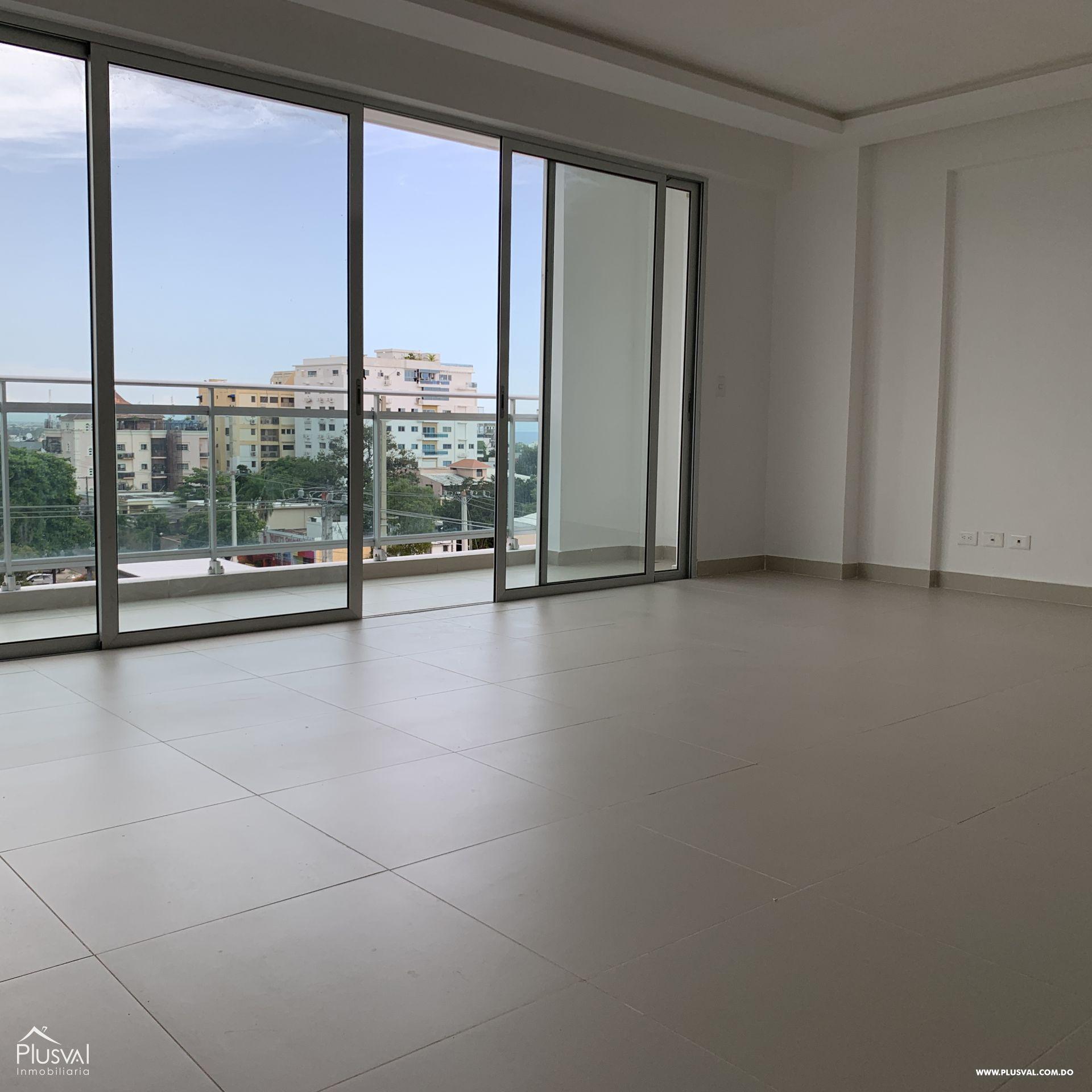 Apartamento en alquiler de tres habitaciones  en Gazcue