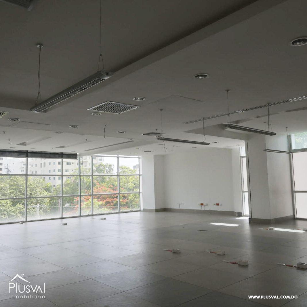 Edificio en alquiler en el sector de piantini , en excelentes condiciones 147151