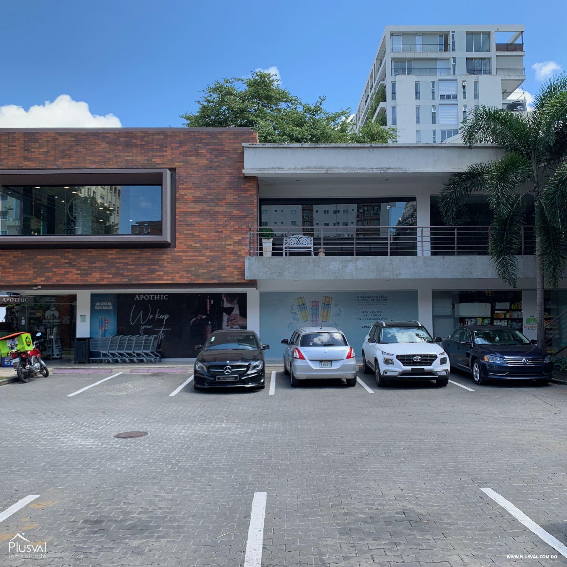 Locales comerciales en alquiler en exclusiva plaza comercial.