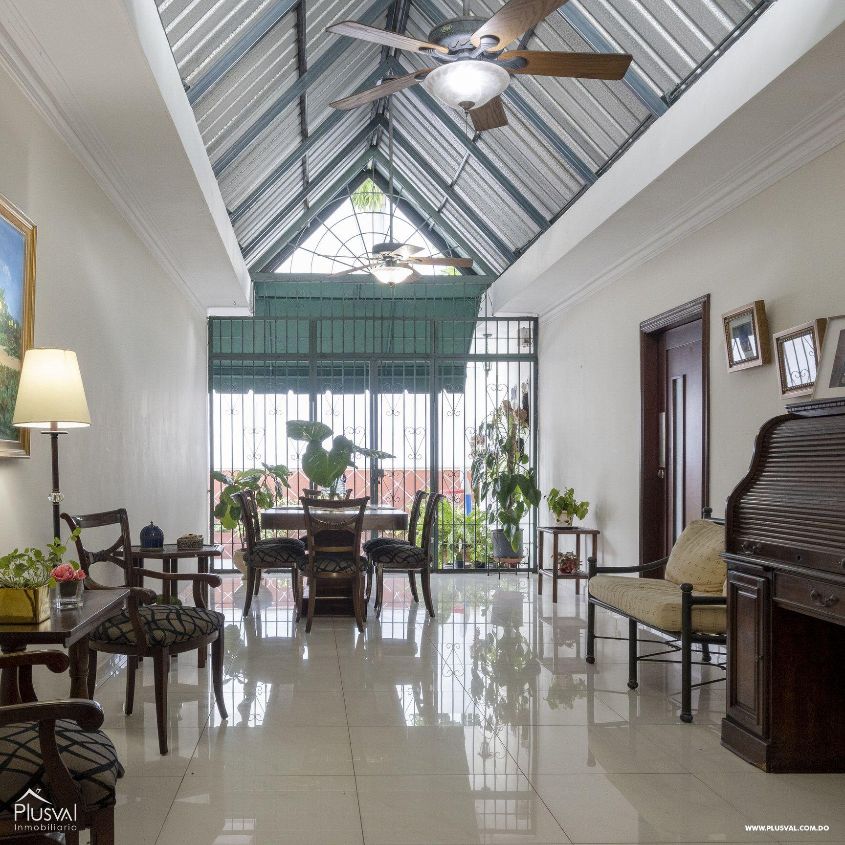 Casa en venta sector Naco , en excelentes condiciones
