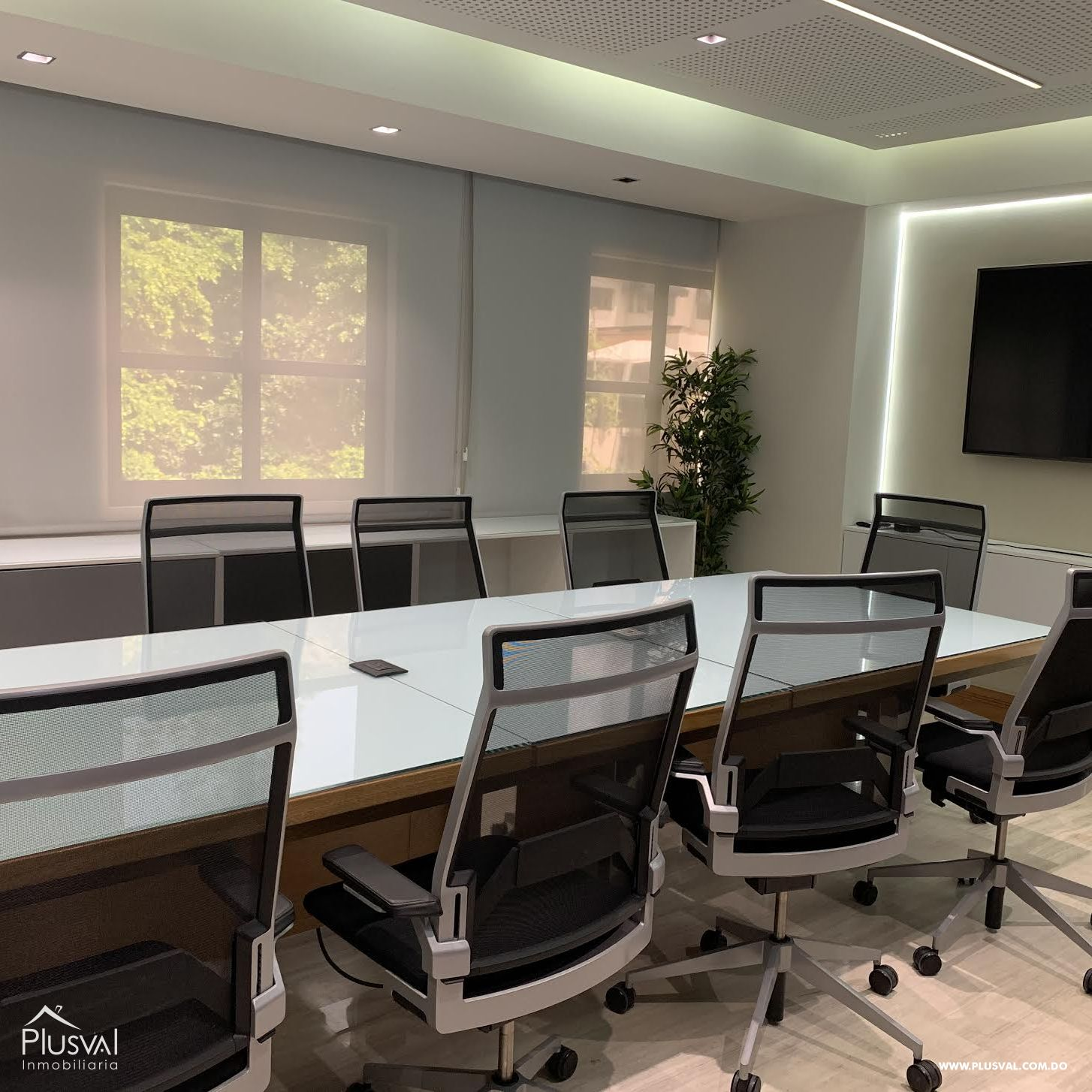 Moderna oficina amueblada en alquiler en Serralles