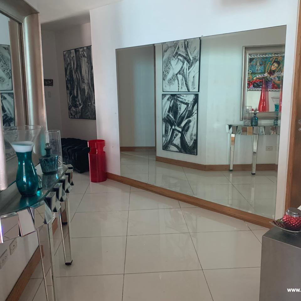 Bello apartamento en venta  en el Malecón 167516