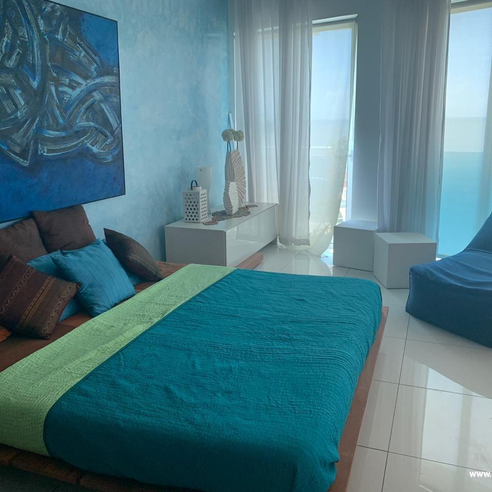 Bello apartamento en venta  en el Malecón 167524