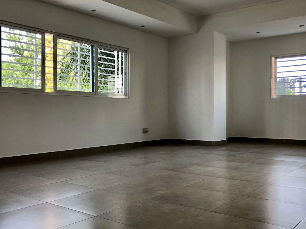 Apartamento 3 habitaciones en excelente zona en Evaristo Morales