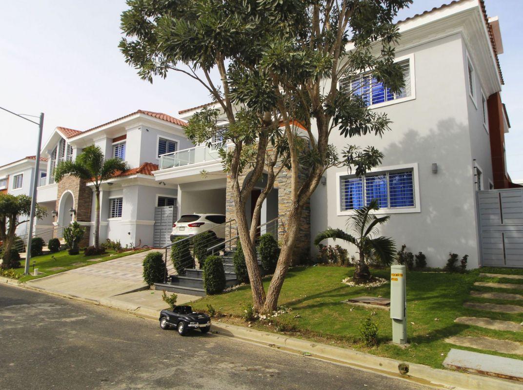 Casa en venta en Villa Aurora, Ciudad Modelo