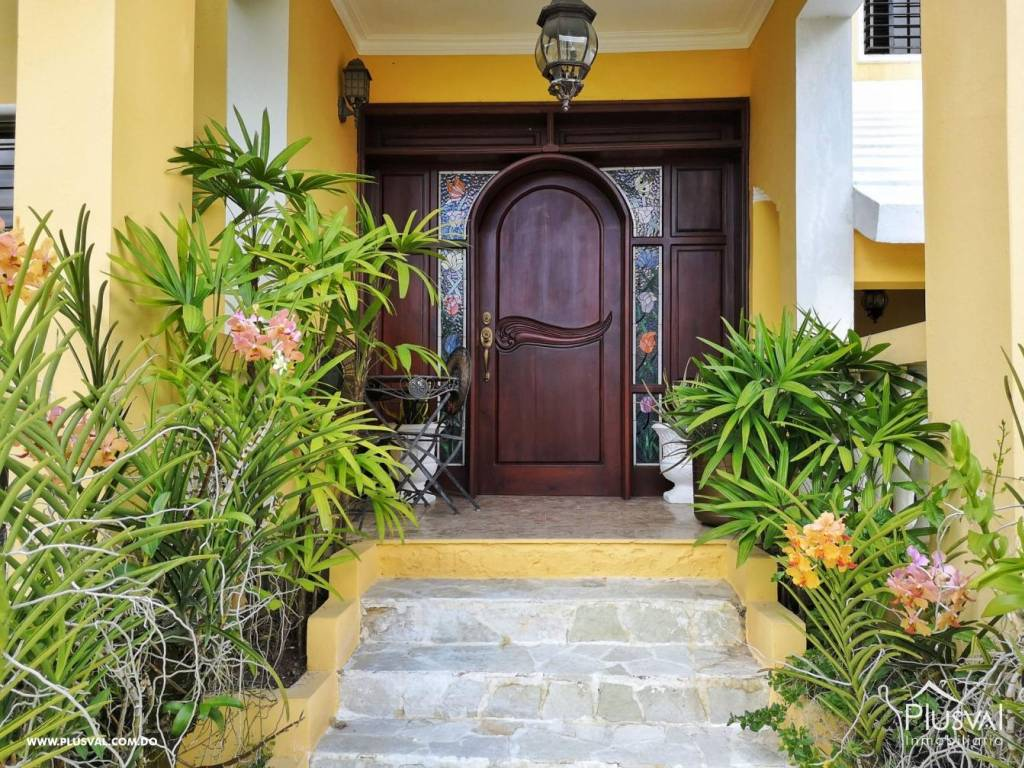 Casa en Venta Altos de Arroyo Hondo III con 6 Habitaciones y 6 Parqueos 139476
