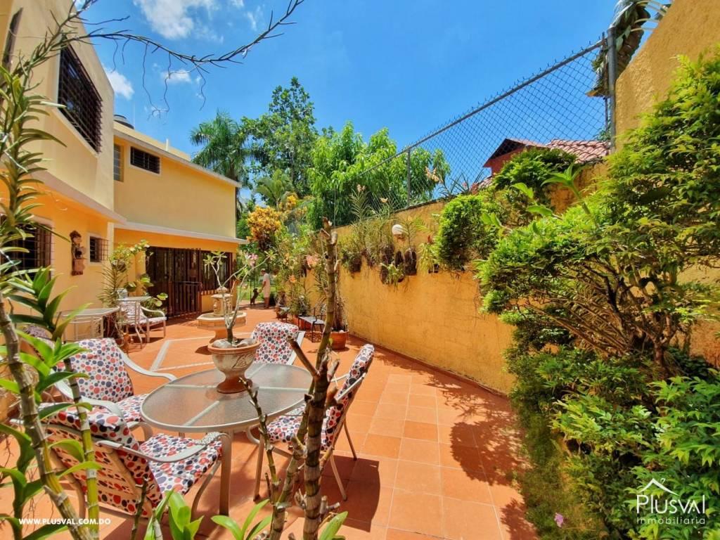 Casa en Venta Altos de Arroyo Hondo III con 6 Habitaciones y 6 Parqueos