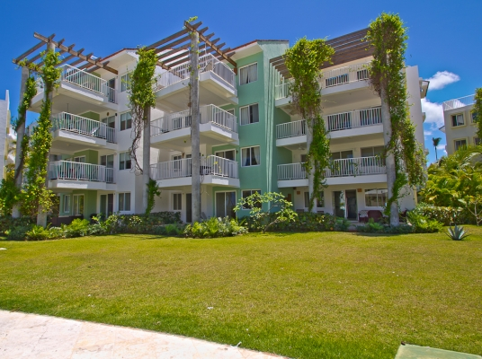 Residencial de apartamentos con playa, seguridad 24 horas y mini market