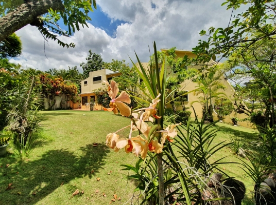 Casa con 1,000 m2 en Altos de Arroyo Hondo