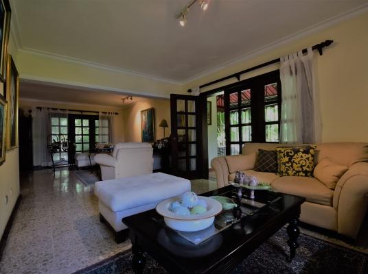Casa preciosa en alquiler - Arroyo Hondo Viejo