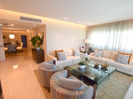 Amplio apartamento en venta, Naco