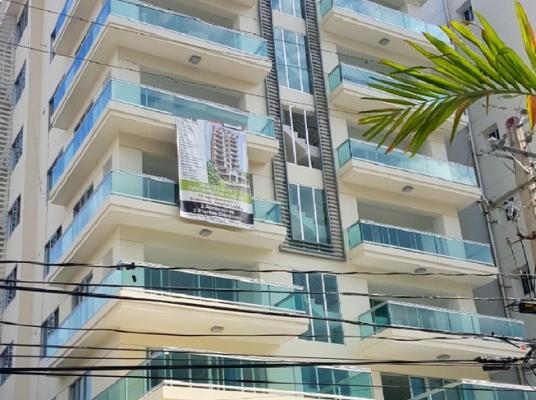 Apartamento con terraza en 2do nivel.