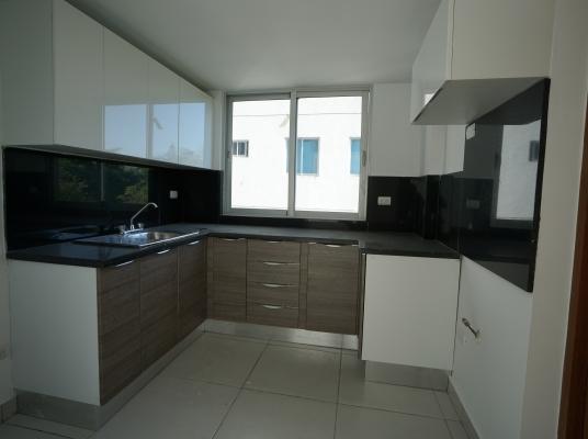 Apartamento céntrico con excelente distribución.