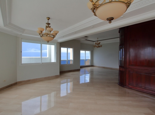 Penthouse en Alquiler con 4 Habitaciones Frente al Mar, Malecón de Santo Domingo