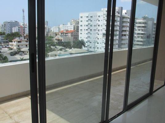 Apartamento en alquiler con linea blanca en  Evaristo Morales. 7mo.piso, vista frontal
