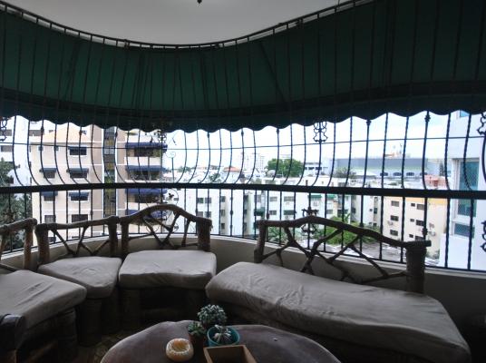 Amplio apartamento en buena zona de Bella vista