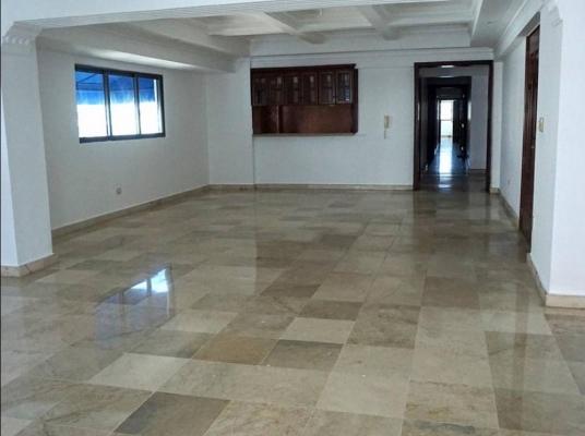 Amplio apartamento en venta, Piantini
