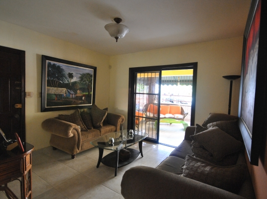 Casa en Mirador Norte en calle residencial