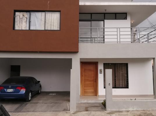 Amplia casa NUEVA 2 Niveles!!!