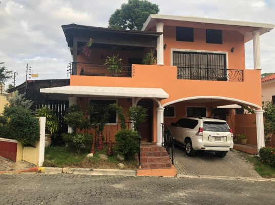 Excelente casa en venta en zona muy tranquila.