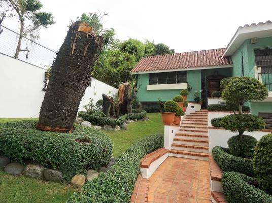 Hermosa casa en venta, Arroyo Hondo II