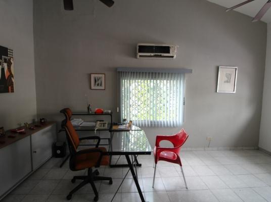 Oficina-Solar en Venta en Gazcue