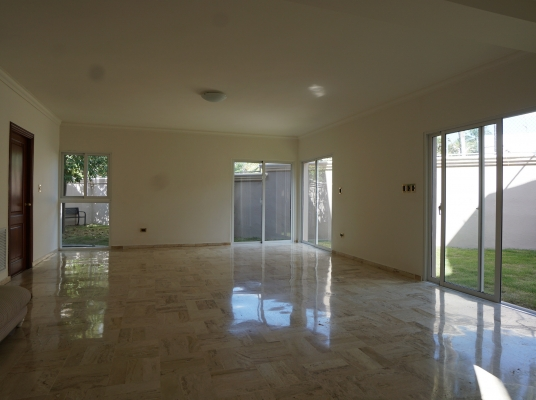 Recién remodelada, casa en venta Los Pinos Arroyo Hondo