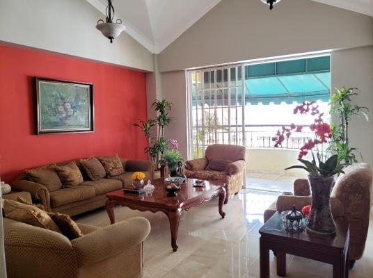 Apartamento con excelente distribución y ubicación