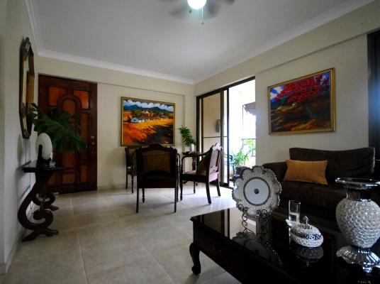 Amplio apartamento en venta, Arroyo Hondo Viejo