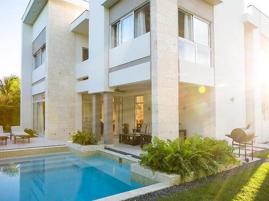 Moderna y funcional casa en venta Puntacana Village